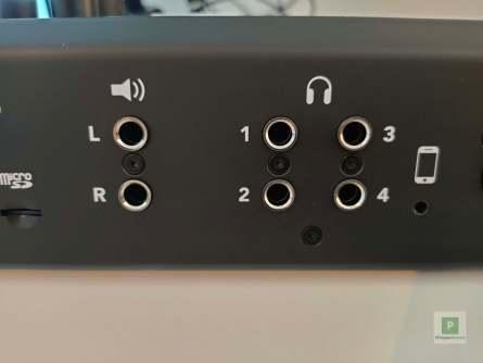 Die vier Kopfhörer Ausgänge plus Lautsprecherausgänge