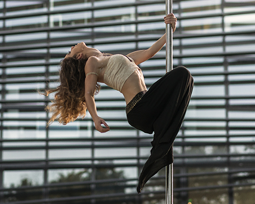 cours-initiation-pole-dance