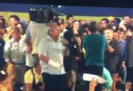 CÍCERO LUCENA DECIDE APOIAR CÁSSIO E SOBE NO PALANQUE EM CAMPINA
