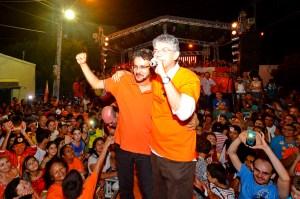 rica e carlo 300x199 - Em Cajazeiras, Ricardo defende estágio remunerado para jovens e anuncia instalação do IML