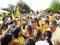 Cássio faz caminhada em CG e participa de carreata no Sertão