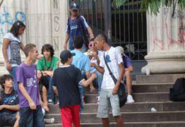Sexo sem camisinha e drogas: pesquisa revela comportamento do jovem brasileiro