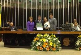 Senador Vital e deputada Nilda recebem prêmio que homenageia Pedro Gondim