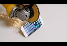 Descubra o que acontece quando o iPhone 6 é serrado ao meio