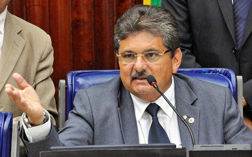 adriano - Presidente da AL diz que oposição não tem nome para substituir Dilma e teme golpe militar no país