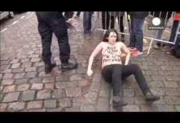 NO PEITO E NA RAÇA: De Toples manifestantes protestam contra ex-chefe do FMI Strauss-Kahn depõe em caso de crime sexual na França  – VEJA VÍDEO
