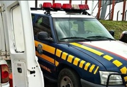 PRF flagra ambulância transportando cigarros contrabandeados na PB