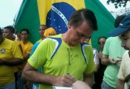Bolsonaro é vaiado e impedido de discursar em protesto contra governo Dilma em Copacabana