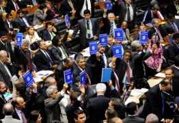 """Em disputa com Cunha, Renan pode """"engavetar"""" projeto de terceirização"""