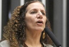 Deputada Jandira Feghali é agredida em dia de vergonha na Câmara dos Deputados
