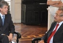Gov. Ricardo visita o senador Maranhão após este anunciar candidatura própria do PMDB e aventar entrega dos cargos