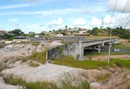 PELO RALO: Muito dinheiro se transformando em obras abandonadas, tomadas pelo mato e sendo saqueadas – Por Laerte Cerqueira