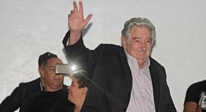B0B5CD8A2BA90C62A1FED1272435F57DC090FFDF16173BDC07FD5522548946D0 2 300x163 - Ex-presidente Mujica: 'narcotráfico é pior do que a maconha'