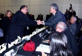 BERTRAND ASFORA TOMA POSSE: Efraim Morais leu o ato  e o governador Ricardo Coutinho empossou