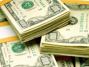 comprardolares 300x225 - Bolsa sobe e dólar cai com expectativa de vitória 'folgada' de Temer