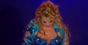 """joelma 300x155 - Vídeo - Joelma chora em show e diz: """"Ser humano é que trai, a lua não trai não"""""""