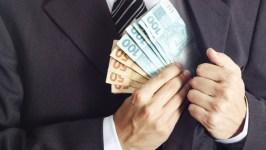 dinheiro politico roubo corrupcao caixa 2 20140725 06 size 598 300x169 - Pelo menos 30 gestores paraibanos vão responder a inquérito no MPF