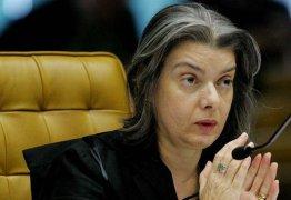 """Carmem Lúcia manda indireta: """"Você pode discordar, mas é inadmissível desacatar a Justiça"""""""
