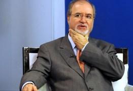 Ex-governador de MG Eduardo Azeredo é considerado foragido, diz Polícia Civil