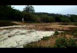"""O RENASCIMENTO DO RIO: Veja o momento exato do """"renascimento"""" do rio Piancó que estava seco há quase um ano na Paraíba – VEJA V'IDEO"""