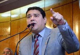 Renato Martins chama Cartaxo e Durval de 'sem vergonhas' sobre pedido de arquivamento de CPI