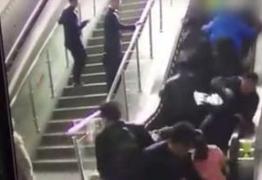 Escada rolante de shopping muda de sentido e causa acidente – VEJÁ VÍDEO