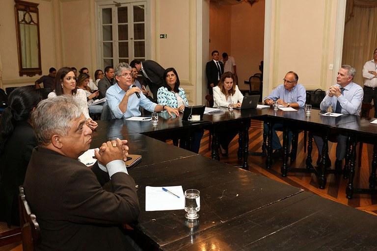 8114a46d f59a 4043 a186 24593bf2a38a - Ricardo participa de reunião para discutir pesquisas relacionadas à zika e microcefalia
