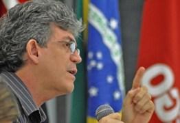 """Através das redes sociais, Ricardo Coutinho mostra indignação com """"encenação"""" da bancada paraibana"""