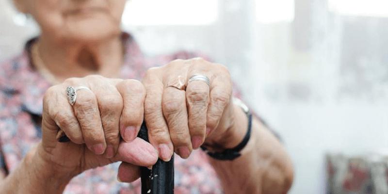 idoso sozinho - Abrigo de idosos tem 14 casos confirmados da Covid-19, em João Pessoa