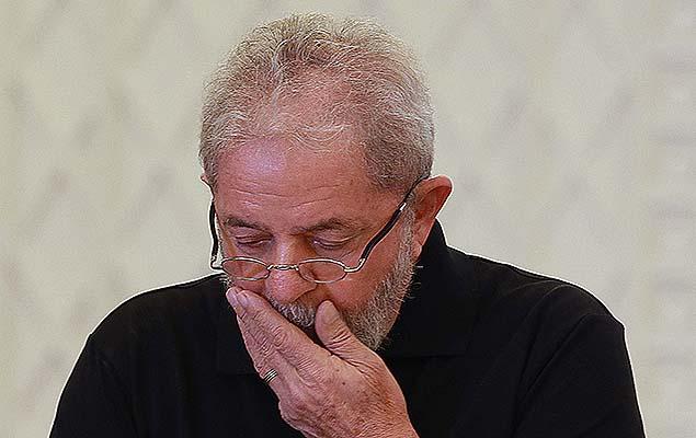 lula preocupado - Lula deve ser investigado 'por possível envolvimento' em crimes, diz PF