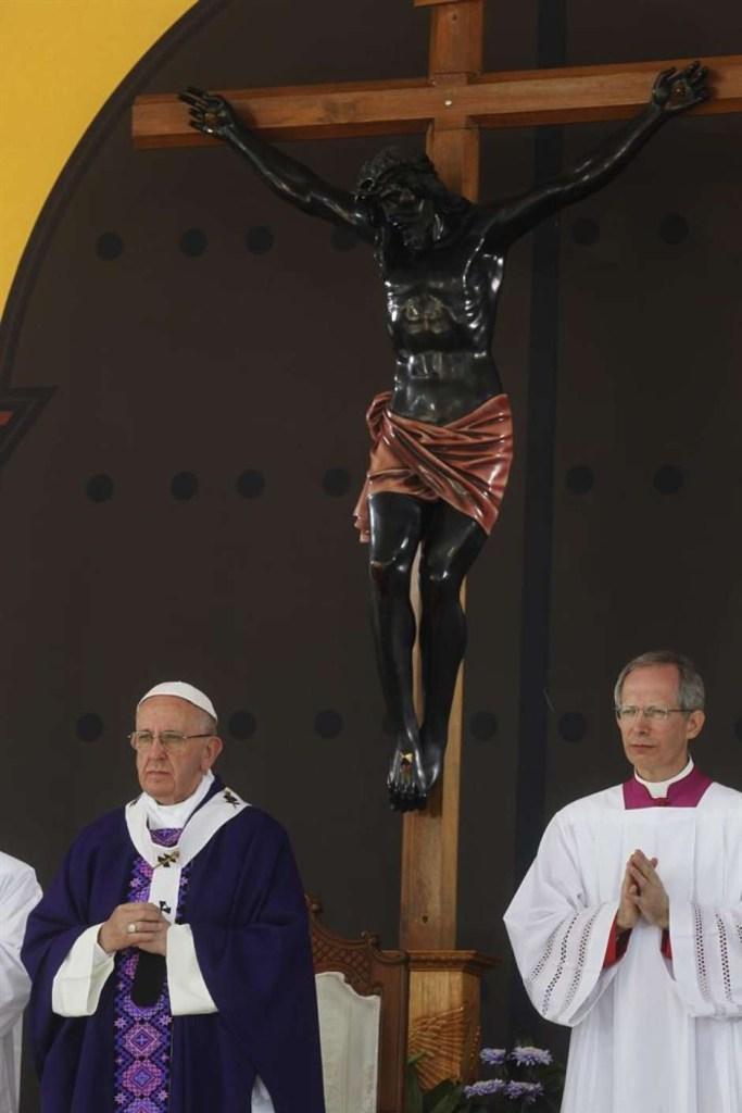 """papamexicoefe 683x1024 - No México, Papa pede perdão aos povos indígenas: """"tristeza"""""""