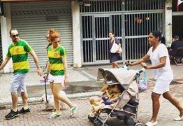 Babá de foto polêmica em manifestação contra Dilma defende uso de uniforme