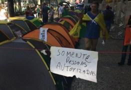 Grupo pró-impeachment cria zona privativa na Av. Paulista para acampamento