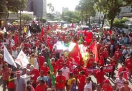 7 mil pessoas saem às ruas em defesa da presidente Dilma Rousseff em João Pessoa; veja vídeos