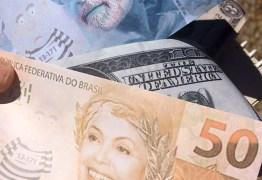 Deputados vão até Planalto para entregar 'aviso prévio' e mala a Dilma