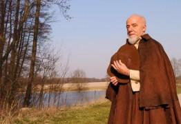 'PEDRA NOS RINS': Paulo Coelho usa redes sociais para alfinetar governo Bolsonaro