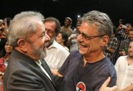 Manifestação contra o impeachment reúne Lula, artistas e intelectuais no Rio
