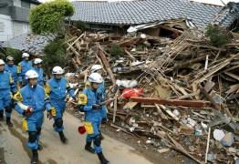 Equipes de resgate vasculham destroços de terremotos no Japão