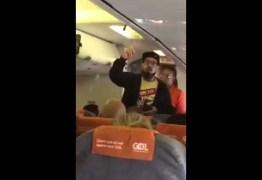 Tico Santa Cruz é expulso de vôo em São Paulo