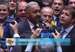 DEPUTADO ENGANOU LULA: Tiririca esteve no hotel de Lula antes de votar a favor do impeachment