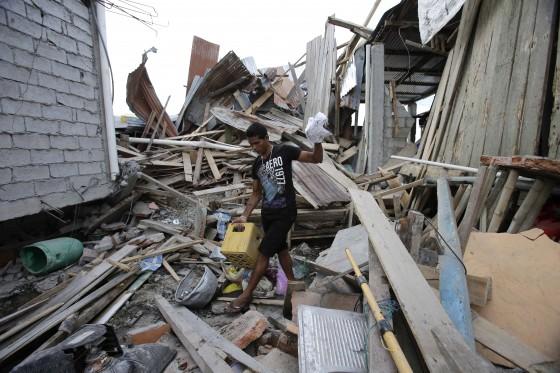 tremor equadro - Novo tremor atinge o Equador; número de mortos ultrapassa 500