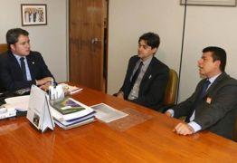 Efraim Filho anuncia investimentos para cidades da Paraíba