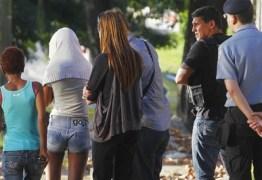 VIOLÊNCIA REVOLTA O PAÍS: Vítima menor que foi estuprada por 33 homens presta depoimento