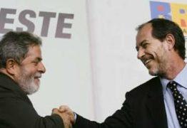 Ciro Gomes diz que não cabe a Lula perdoar golpistas