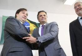 Novo presidente da Câmara sela aliança com Aécio em seu 1º compromisso público