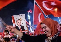 Após tentativa de golpe, governo turco fecha 45 jornais e 16 emissoras de TV
