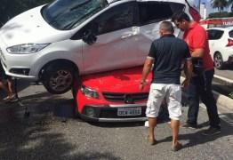 HOJE: Carro capota na BR-230 e cai sobre outro veículo – VEJA VÍDEO