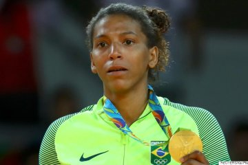 r OURO RAFAELA huge - Rafaela Silva diz que doping foi causado por contato com filha de amiga