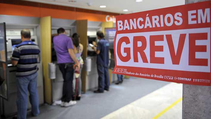BANCOS EM GREVE Bancários rejeitam proposta greve continua e bancos ficam fechados no Brasil Renato Araújo ABr - Bancários podem iniciar greve às vésperas das eleições