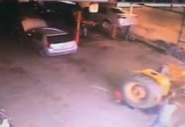 IMAGENS FORTES – Mecânico idoso sobrevive após ser atropelado por trator; Veja vídeo